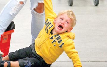 Как правильно вести себя если ребенок закатывает истерику