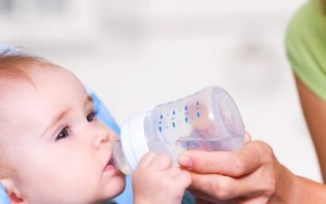 У ребенка начался понос — что делать и чем лечить диарею