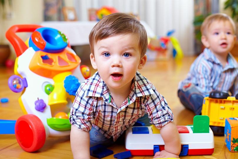 ребенок-играет