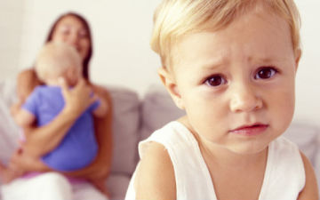 Детская ревность при рождении второго ребенка – как избежать