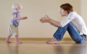 Как научить ребенка ходить самостоятельно без поддержки — 10 советов