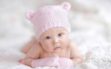 Стоит ли волноваться, если у новорожденного косят глазки