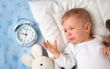 Малыш плачет во сне: разбираемся в причинах