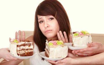 Можно ли кормящей маме есть сладости