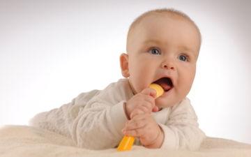 Навыки и развитие ребенка в 5 месяцев