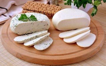 Можно ли кормящей маме сыр, сливочное масло