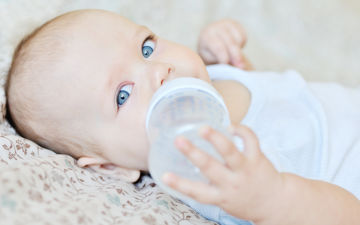 Бутылочка для кормления – нюансы выбора и ухода