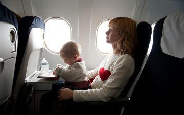 Перелет с ребенком до года — летаем вместе