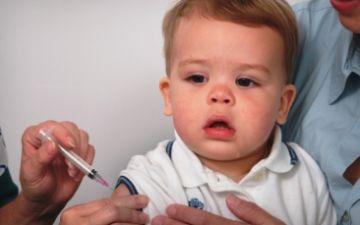Прививки детям до года — какие и когда?