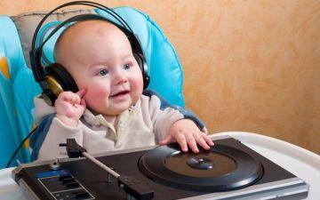 Музыкальное развитие детей — учим малыша различать звуки и ритм