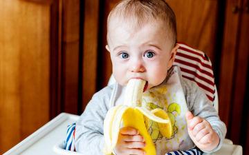 Вводим в рацион ребенка банан