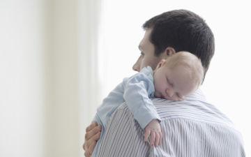Как правильно держать столбиком грудного ребенка