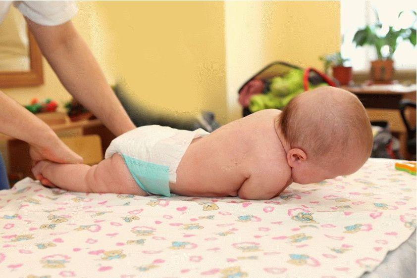 как-научить-ребенка-переворачиваться-с-живота-на-спину