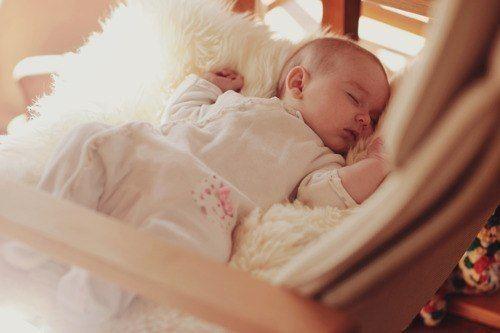 малыш на пледе