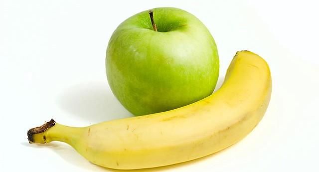 Зеленое яблоко и банан