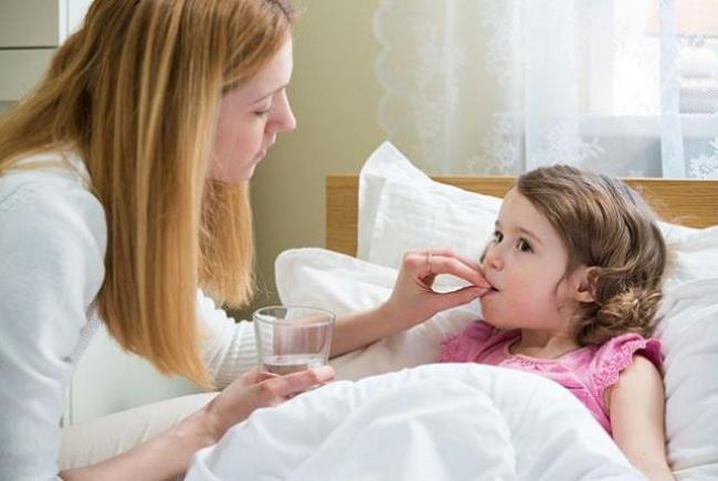Дать ребенку лекарство