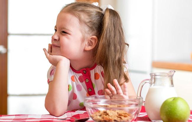 Девочка отказывается от еды