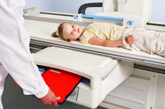 Ребенок на рентгене