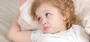 девочка в кровати