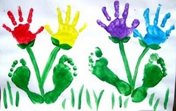 Отпечатки рук в краске