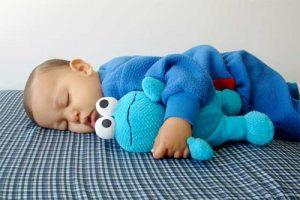 ребенок спит днем
