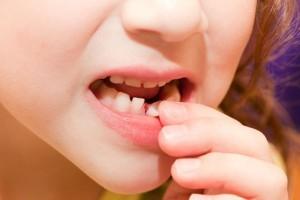 шатает зуб