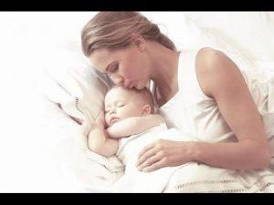спит с мамой